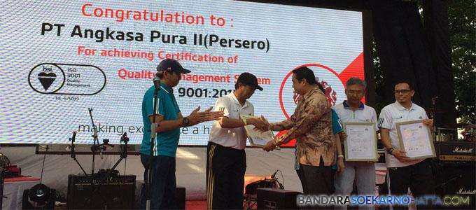 Bandara Soekarno-Hatta Raih Sertifikat ISO 9001:2015 - twitter.com