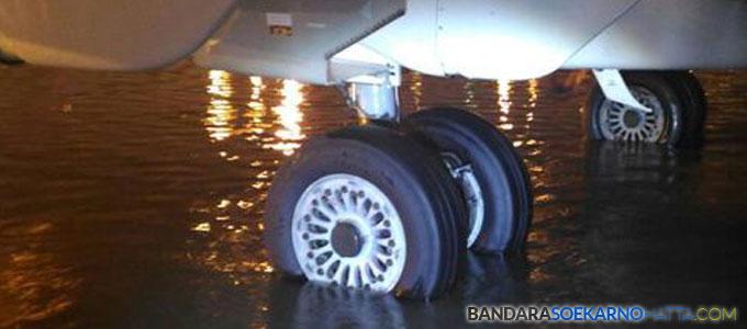Hujan Deras, Bandara Soetta Tergenang Air Setinggi 20 Cm - news.detik.com