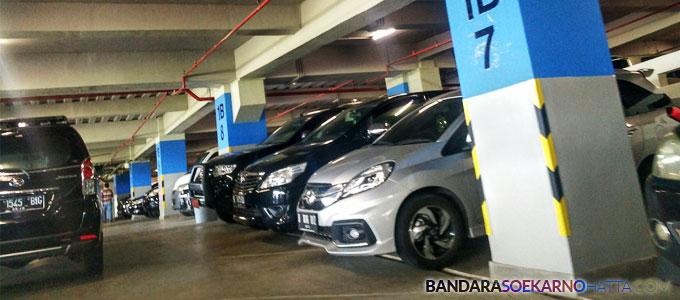 Parkir mobil di Terminal 3