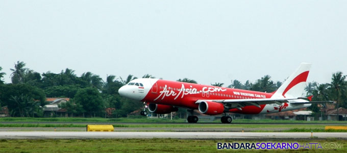 Pesawat milik maskapai penerbangan AirAsia - kompas.com