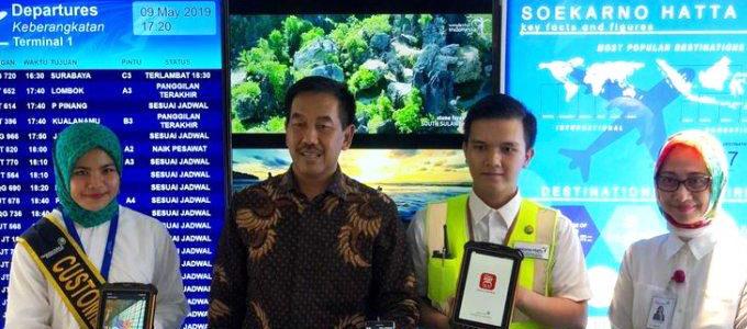 Direktur Utama PT Angkasa Pura II (Persero) Muhammad Awaluddin (tengah) meresmikan iMATE Lounge di Terminal 1 Bandara Soekarno Hatta