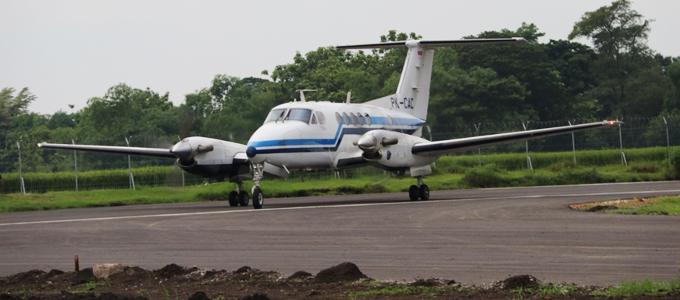 Pendaratan Pesawat Pertama di Landasan Bandara Ngloram - www.infoblora.com