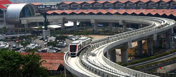 Untuk optimalisasi penggunaan skytrain di Bandara Internasional Soekarno-Hatta, PT Angkasa Pura II membangun tiga sky bridge dan pengoperasiannya akan dilakukan melalui operation control center (OCC) dan tanpa awak. - kompas.com