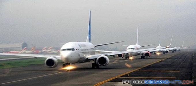 Antrean take off beberpa pesawat di Bandara Soekarno-Hatta (foto:setkab.go.id)